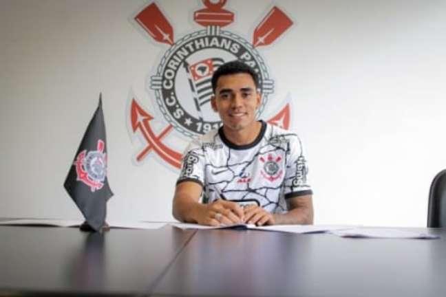 Du Queiroz assinou renovação (Foto: Felipe Szpak/Ag. Corinthians)