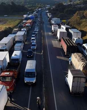 Em reunião com deputados, caminhoneiros mantêm greve em 1/11