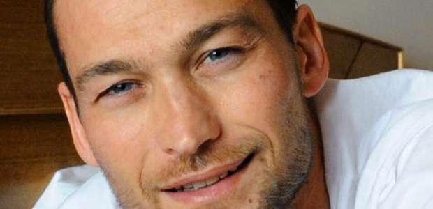 A luta contra o câncer e a morte do ator que fez Spartacus