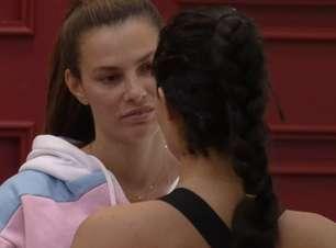 Mulheres se beijam em festa na 'Fazenda' e criticam Record