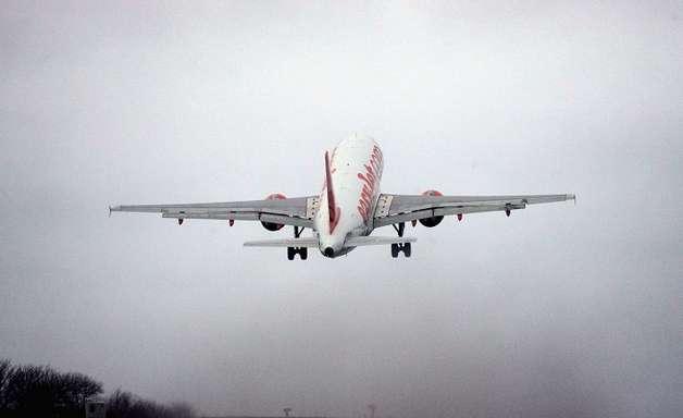 Mau tempo faz avião do Fla arremeter e assusta a delegação