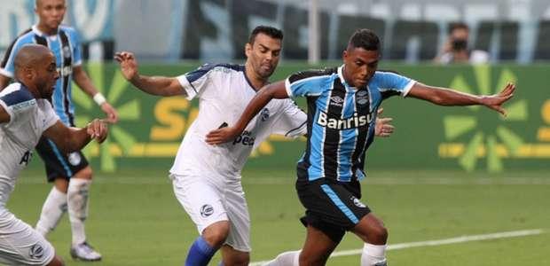 São José rouba empate no final e tira liderança do Grêmio