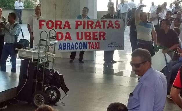 vc repórter: taxistas pressionam Câmara contra Uber em SP