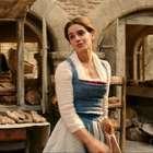 Escena de Emma Watson cantando en 'La Bella y la Bestia' ...