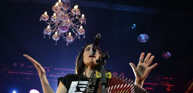 Julieta Venegas comparte demo de 'Andar Conmigo' grabado ...