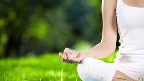 Problemas de postura? Melhore já com o curso de yoga