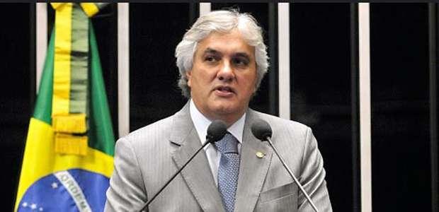 PF prende senador petista por atrapalhar ações da Lava Jato
