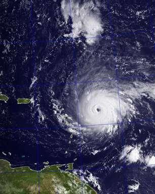 Furacão Irma sobe para categoria 5 rumo ao Caribe e EUA