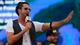 Latino empolga público com hits da carreira