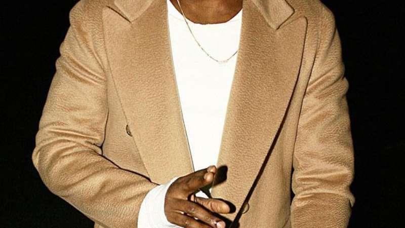 5ec041c50b29d Tênis desenhado por Kanye West está à venda por R  35 milhões