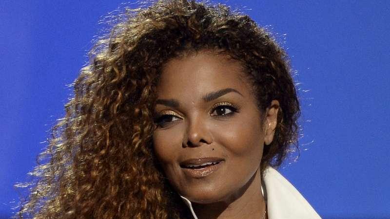 Aos 50 anos, Janet Jackson dá à luz um menino