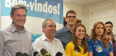 Crivella critica pesquisas e manda recado para rival Pezão