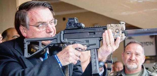 Bolsonaro revoga decreto de armas e publicará novas medidas