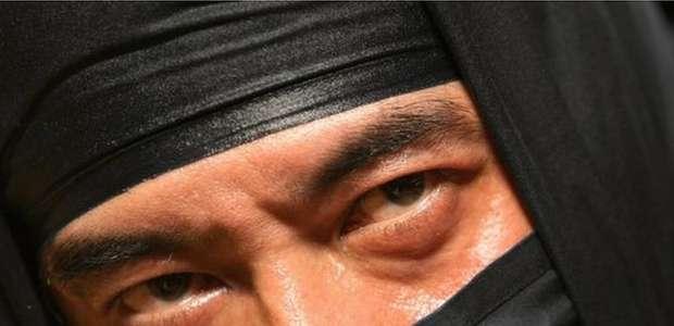 Polícia do Japão prende ladrão ninja de 74 anos