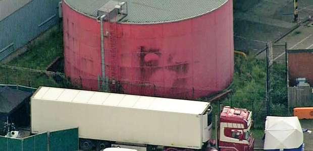 Polícia encontra 39 corpos dentro de caminhão na Inglaterra