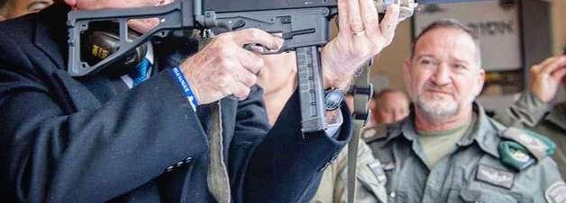 Bolsonaro publica foto defendendo armamento da população
