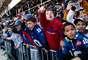 Los fanáticos de Gigantes se apoderaron de las calles de Nueva York para vitorear y ser parte de la enorme fiesta en que se convirtió el desfile de los nuevos monarcas de la NFL tras ganar el Super Bowl XLVI al son de 21-17 sobre los Patriotas de Nueva Inglaterra.