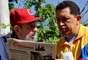 Para desmentir otro rumor sobre su muerte, el portal Cubadebate publicó las fotos de una entrevista que le hizo en su hogar el periodista venezolano Mario Silva, en septiembre de 2011.
