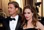 Angelina Jolie y Brad Pitt. La historia de estos dos es más que conocida. Brad empezó un romance con Angelina mientras estaba casado con Jennifer Aniston. Rumores de infidelidad rodearon a la que era 'la pareja de Hollywood' y decidieron divorciarse. Ahora Angelina y Brad son padres de seis hijos pero no se han casado.