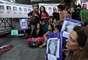 Un centenar de personas participaron hoy de un abrazo simbólico al Congreso de la Nación para reclamar la aparición de Marita Verón al cumplirse hoy 10 años de su búsqueda. Asimismo en la marcha se pidió justicia por todas las víctimas de la trata de personas.