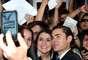 """En el teatro Chino de Los Angeles, Zac Efron, el recordado galán de High School Musical, estrenó su nuevo filme, """"The lucky one"""", comedia romántica en la que interpreta a un marino enamorado del personaje de Taylor Schilling. Y, como siempre, el rubio de ojos claros, estuvo acompañado de sus siempre fieles fans, a las que él regaloneó con sonrisas, fotos y autógrafos."""