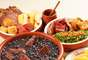 O chef Zé Mário, do Restaurante Bolinha, ensina truques para aperfeiçoar a feijoada. Segundo ele, é preciso limpar bem as carnes salgadas, tirando o excesso de gordura. Em seguida, deixe-as de molho em uma bacia com água por 24h, trocando o líquido de três a quatro vezes para retirar bem o sal