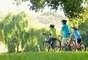 Menor chance de obesidade: o ar fresco e a luz do sol inspiram a prática de exercícios. Um estudo publicado pelo Internacional Journal of the Obesity defende que crianças que passam mais tempo do lado de fora de suas casas tem 41% menos chances de serem obesas. Isso se deve à combinação de hábitos indoor: sofá, televisão, computador e videogame