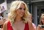 """Gracias al escote del modelito de Britney sus """"lolas"""" resaltaron."""