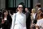Outro look excêntrico de Michelle Harper, desta vez na saída do desfile da Chanel