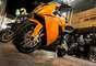 Una motocicleta pequeña –de 100 c.c.– puede costar en Colombia unos 2 millones de pesos, más gastos de matrícula. Una de alto cilindraje vale entre 14 y 60 millones de pesos, dependiendo de la marca y sus características.