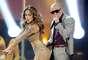 """Jennifer se encargó de ejercitarse y lucir muy sexy a sus 42 años. Así no solo sedujo a Pitbull sino a toda la audiencia en la presentación conjunta del exito """"On the Floor"""" que hicieron en los American Music Award del 2011."""