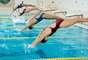 Se quiser motivação, foque no trabalho em equipe: ao treinar em grupo, você tem mais chances de participar de competições e torneios. Conviver com outros nadadores, estimula o praticante a não abandonar as piscinas