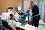 La primera escala que hizo Obama en su visita a Aurora fue en la Universidad del Hospital Colorado, donde se reunió con parientes de las víctimas y donde se encuentran en estado crítico algunos de los sobrevivientes.