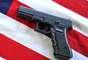 La primera de dos pistolas Glock la compró en el establecimiento de Aurora, Gander Mountain. Otra Glock y una escopeta las adquirió en Bass Pro Shops y el fusil automático AR15 a otro minorista de Colorado.