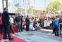 """Cientos de fanáticos se congregaron frente al edifico de """"Live Nation"""", en el número 7060 del bulevar Hollywood, para presenciar el histórico momento."""
