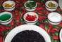 Em sua receita, o chef combina o arroz negro com pimentões e azeitonas. Para substituição, ele indica passas, amêndoas ou damasco como opções. No prato, Roberto usa cordeiro uruguaio, apesar de também poder ser feito com a carne nacional
