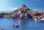 4. Tokyo Disney Sea, Japão: único parque marinho da Disney, o Tokyo Disney Sea se divide em sete áreas, com réplicas de locais como Veneza e o Mediterrâneo. O parque tem brinquedos aquáticos e atrações ligadas a personagens, como a Pequena Sereia, e recebeu a visita de quase 12 milhões de pessoas em 2011, apesar do terremoto e do tsunami que causaram destruição no Japão