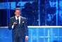 """Durante el show, """"Luismi"""" le rindió un merecido tributo a Frank Sinatra, interpretando uno de sus temas mientras se proyectaban imágenes en pantalla gigante del fallecido intérprete, creando la impresión de que cantaban a dúo."""