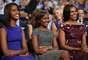 """Obama empezó su discurso con cariñosas palabras hacia su mujer, Michelle, y sus hijas, Malia y Sasha, presentes entre el público. """"Michelle, te quiero mucho"""", dijo el presidente y sobre sus hijas comentó que lo hacen sentir """"muy orgulloso""""."""