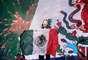 """Marco Antonio Solís, quien brilla en cada concierto que realiza, en el marco de la gira """"Gigant3s"""" por Estados unidos, ondeó orgulloso la bandera de México, en el escenario del Alamodome, ubicado en San Antonio, Texas."""