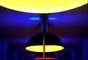 Westriedhof, Munique, Alemanha - Sóbria e de baixo perfil, a estação de Westriedhof da cidade de Munique recebeu uma iluminação que transformou esta obra de concreto e linhas retas num cenário digno de um videoclipe dos anos oitenta. Gigantescas lâmpadas coloridas, com tons azuis, amarelos e vermelhos, fazem desta simples estação um verdadeiro espetáculo de luzes