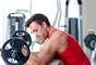 Faça um treino de alta intensidade com de 10 minutos de intervalo: um treino rápido irá melhorar a sua aparência e o seu estado mental. O exercício vai dar um efeito temporário nos seus músculos, os fazendo parecer maiores e mais definidos. Além disso, você vai se sentir mais confiante, alegre e descontraído