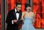 La 64 entrega de los EMMY estuvo llena de momentos memorables y muy simpáticos. Conducidos por Jimmy Kimmel, los presentadores de cada categoría estuvieron de lujo. Jim Parsons y Zooey Deschanel, coquetearon el uno con el otro a la hora de entregar el ganador a Mejor Guión de un programa de variedad o comedia, que fue para Louis C.K.