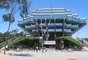 Biblioteca Geisel, Estados Unidos. Além de ser a principal biblioteca da Universidade de San Diego, a Biblioteca Geisel é uma das mais importantes e modernas do planeta. Inaugurada na década de 70, parece uma nave espacial, e já foi usada como cenário de diversos filmes de ficção científica