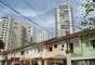 As ruas de pequenos sobrados ainda são parte da paisagem da Vila Mariana, que hoje abriga também prédios modernos e edificações históricas