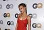 """Rihanna, quien está a punto embarcarse en una gira por 7 países en 7 días para promocionar su nuevo álbum Unapologetic, fue el centro de atención durante una fiesta organizada por la revista GQ para homenajear al """"Hombre del Año"""", en el Chateau Marmont de Los Ángeles, el 13 de noviembre. La estrella, hizo su entrada triunfal a la velada, luciendo un pequeñísimo vestido rojo, por el cual quedó expuesta parte de su mercancía, ya que por no llevar sostén, claramente sus pezones quedaron marcados en la prenda, además que exhibió sus provocativas piernazas."""