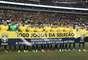 Seleção levou uma faixa ao gramado relembrando a comemoração dos 1.000 jogos