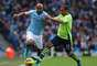O lateral direito brasileiro Maicon esteve em campo na goleada do Manchester City por 5 a 0