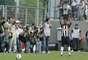 Ronaldinho foi homenageado com uma estátua antes da partida entre Atlético-MG e Atlético-GO, no Estádio Independência; jogo terminou empatado por 2 a 2, e camisa 49 marcou gol salvador aos 46min do segundo tempo