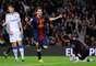 REVERENCIA. Lionel Messi marcó dos goles y sigue imparable en su camino para romper récords como goleador. Barcelona ganó 3-1 al Zaragoza.